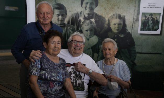 Veterano da Segunda Guerra reencontra três irmãos italianos que salvou em 1944