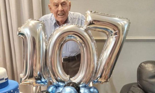 Idoso comemora aniversário de 107 anos em 1ª reunião com a família após vacinação contra Covid