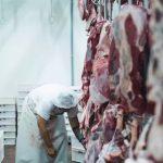 Embargo reduz preço da carne para China, mas brasileiro segue pagando caro