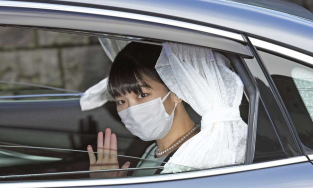 Princesa Mako, do Japão, se casa com plebeu e deixa família imperial